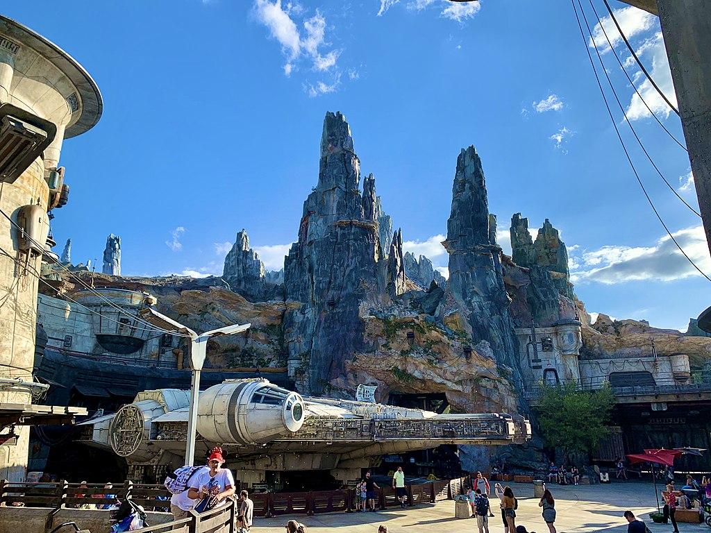 File Star Wars Galaxy S Edge At Wdw Jpg Wikimedia Commons
