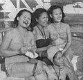 Sukarsih, Nana Mayo, Netty Herrawaty, and Djuriah Karno in the Philippines, Film Varia 1.6 (May 1954), p15.jpg