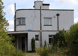 Chadwell St Mary - The Sunspan house in Sandy Lane