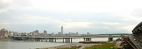 Taipei Bridge seen from Sanchong City 20071122.jpg