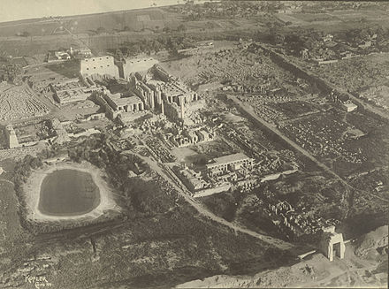 Photograph of the temple complex taken in 1914 - Cornell University Library Temple Complex at Karnak.jpg