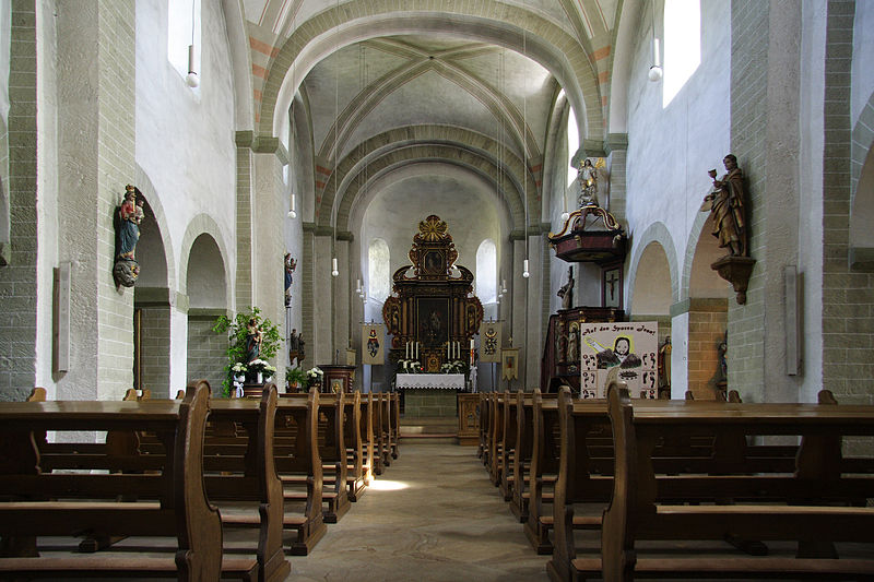 File:Thülen Pfarrkirche Innenraum.jpg