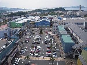 Nishi-ku, Fukuoka - Image: The scenery of Marinoa City Fukuoka from Skywheel