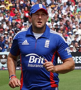 Tim Bresnan jogging to the boundary (cropped).jpg