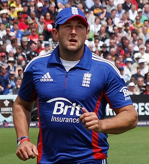 Tim Bresnan - Image: Tim Bresnan jogging to the boundary (cropped)