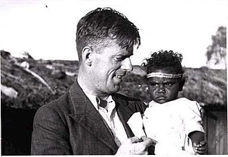 Norman Tindale - Tindale holding a child from Mona Mona Mission in Queensland, 1938