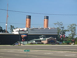 Titanic model in Pigeon Forge, TN IMG 5058.JPG