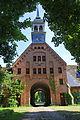 Torhaus des Gutes Schönböken.jpg