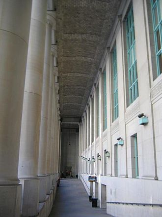 Union Station (Toronto) - The colonnaded loggia of the Front Street façade