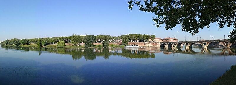 Toulouse - Prairie des Filtres et Pont Neuf.jpg