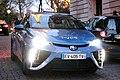 Toyota Mirai fonctionnant à l'hydrogène appartenant à hype roulant au pied de la tour Eiffel.jpg