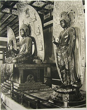 Kyōroku - Statues were blackened in fire at Yakushi-ji in 1528.