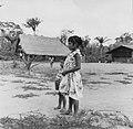 Tropenmuseum Royal Tropical Institute Objectnumber 20007618 Schoolkinderen in Bigiston.jpg
