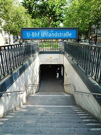 Uhlandstraße (Berlin U-Bahn) - Entrance on Kurfürstendamm