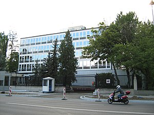 Embassy of the United States, Warsaw - The U.S. embassy in Warsaw in 2009, viewed from Ujazdów Avenue