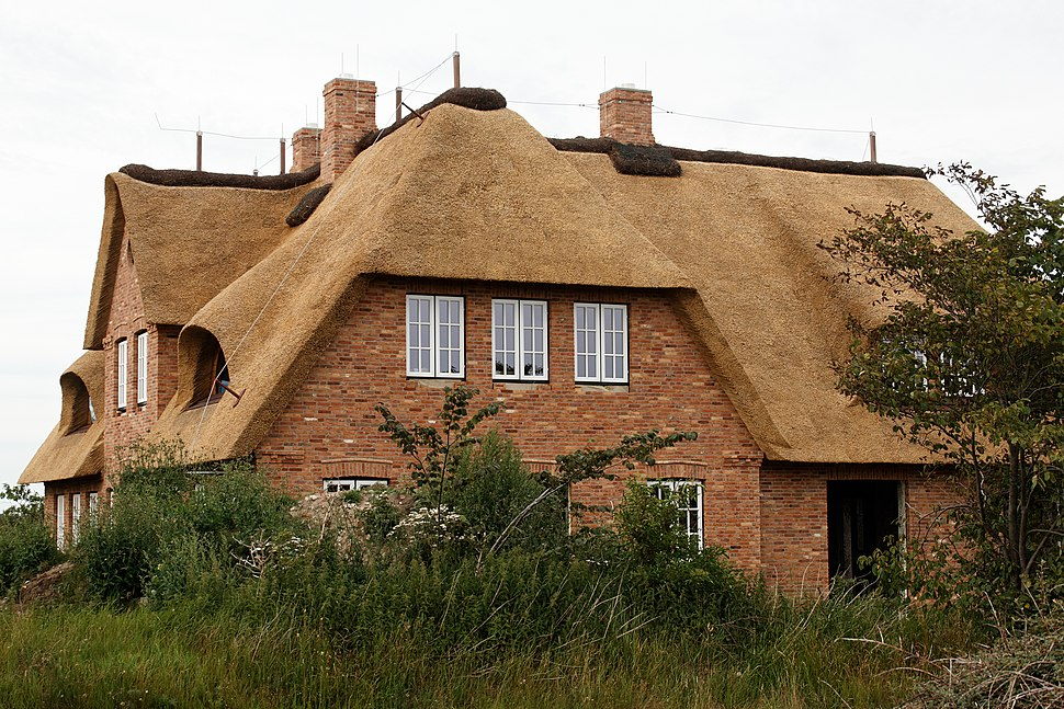 A thatched house in Utersum