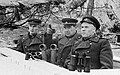 Vasili Chuikov en su puesto de observación durante la batalla de las cumbres del Seelow.jpg