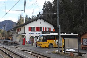 Versam-Safien (Rhaetian Railway station) - The station building and connecting bus.