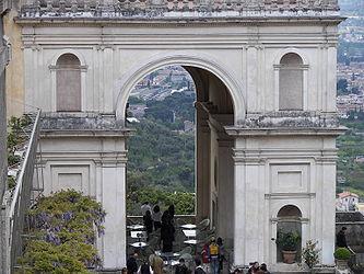 Villa d'Este arch.jpg