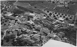 Aerial view of the town in the 1960s.