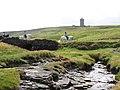 Weg zu den Cliffs of Moher - Im Hintergrund Doonagore Castle - panoramio.jpg