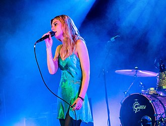Wolf Alice - Ellie Rowsell of Wolf Alice performing at Cambridge Junction, 2015