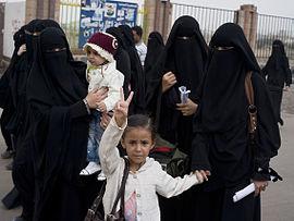 показать издеваются ли арабы над женщинами когда занимаются сексом