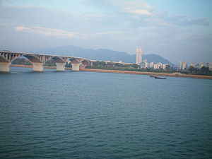 Xiang River - Picture of Xiang River in Changsha, the Orange Island Bridge is on the left and Orange Island (Juzizhou) is in front.