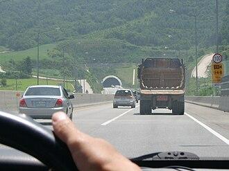 Yeongdong Expressway - Image: Yeongdong Expressway Daegwanryeong 1 tunnel