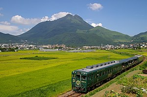 Kyūdai Main Line - KiHa 58 DMU between Yufuin and Minami-Yufu