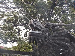 Sculpture de dragon dans le jardin Yu Yuan