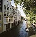 Zicht op de gracht en enkele achtergevels ter hoogte van Magazijn de Vlijt - Utrecht - 20414431 - RCE.jpg
