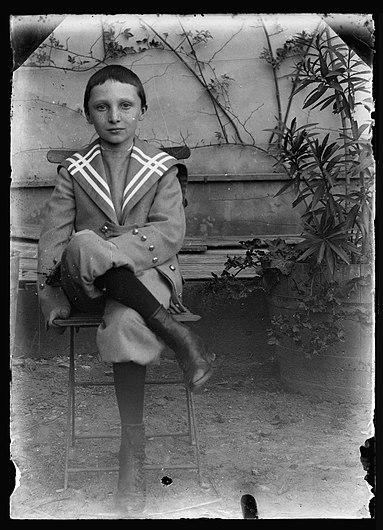 (Raoul berthelé enfant assis sur un banc) - Fonds Berthelé - 49Fi1394.jpg
