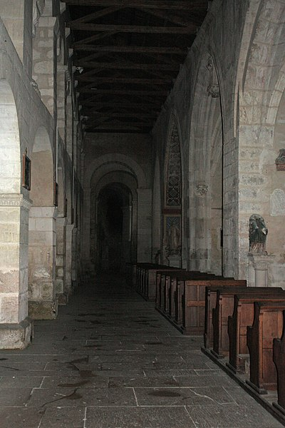 English:  South collateral nave.