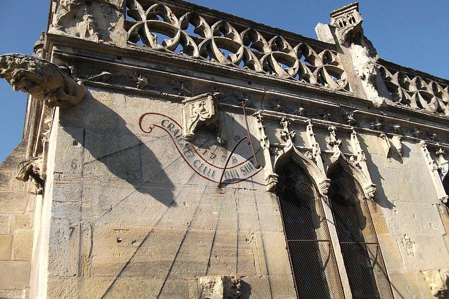 """Cadran solaire de la face sud de l'église. """"Craignez celle qui suit"""""""