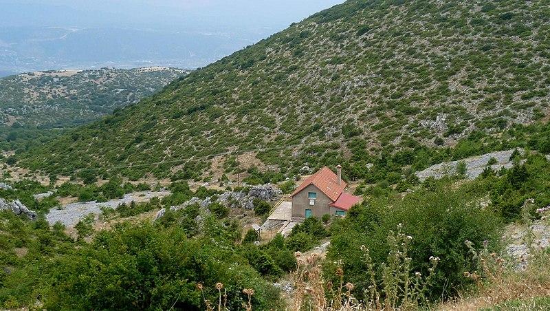 File:Το καταφύγιο του ορειβατικού συλλόγου Ιωαννίνων στο Μιτσικέλι.jpg