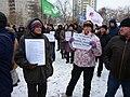 Активист за поправки и рядом активистка против поправок в Конституцию Россию 1 февраля 2020 года.jpg