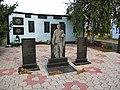 Братська могила у селі Кіровка, центральна частина меморіалу.JPG