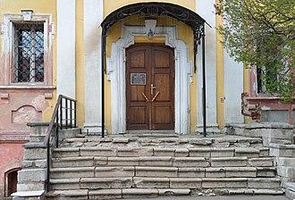 Vysokopetrovsky Monastery - Image: Вход в храм Толгской иконы божией матери в Высоко Петровском монастыре г.Москва