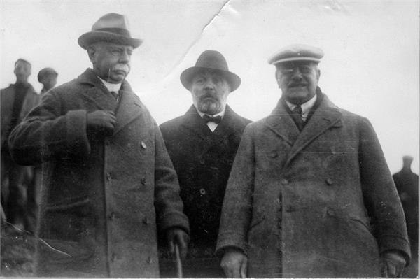 גניגר - לורד פלומר, סיר אלפרד מונד ומנחם אוסישקין.-JNF043981.jpeg