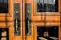 דלת כניסה ראשית לאולם הקונצרטים.jpg