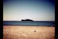 السفينة المتحطمه على شاطئ الشعيبه.png
