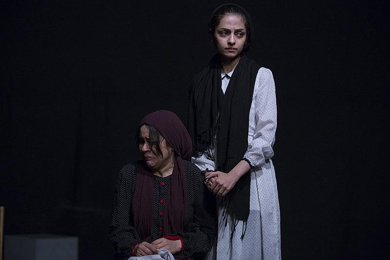 File:تئاتر باغ وحش شیشه ای به کارگردانی محمد حسینی در قم به روی صحنه رفت - عکاس- مصطفی معراجی 13.jpg
