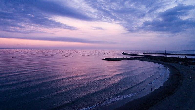 File:傍晚的漁光島海邊.jpg