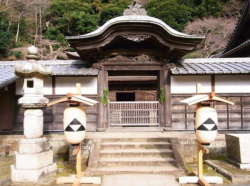 File:円覚寺舎利殿門2.JPG