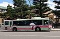 市バスに乗ってネ 京都市交通局 梅津ピンクライナー 2016-03 (26298880516).jpg