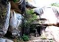 鬼の差し上げ岩(岩屋寺) - panoramio.jpg