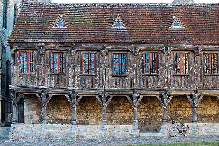 Chapter Bookstore (Library canons) of the Cathedral of Noyon (Oise, France).