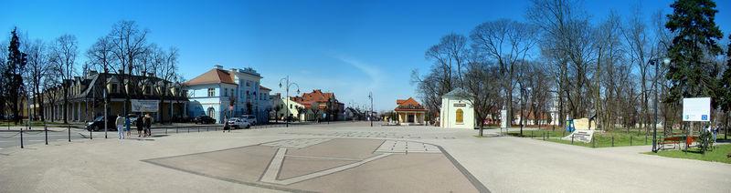 Plac Tadeusza Kościuszki w Aleksandrowie Łódzkim, widok w kierunku zachodnim