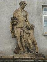 1160 Maroltingergasse 56-58 - Severhof - Skulptur Mutter und Kind von Fritz Zerritsch 1931 IMG 2819.jpg